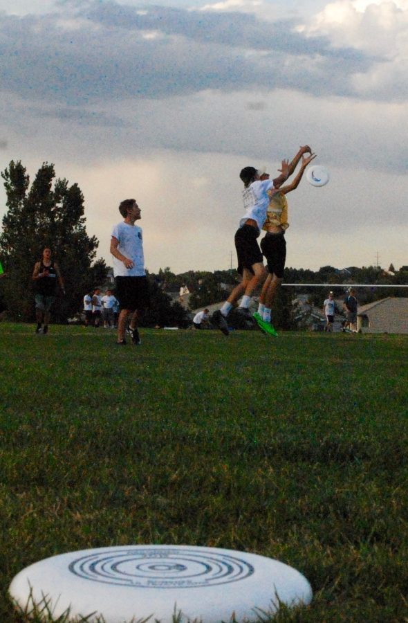 Thomas+Otterstetter+%2718+leaps+for+the+Frisbee+during+during+the+Ultimate+Frisbee+game+Thurs.+Sept.+15+at+Wildcat+Elementary.