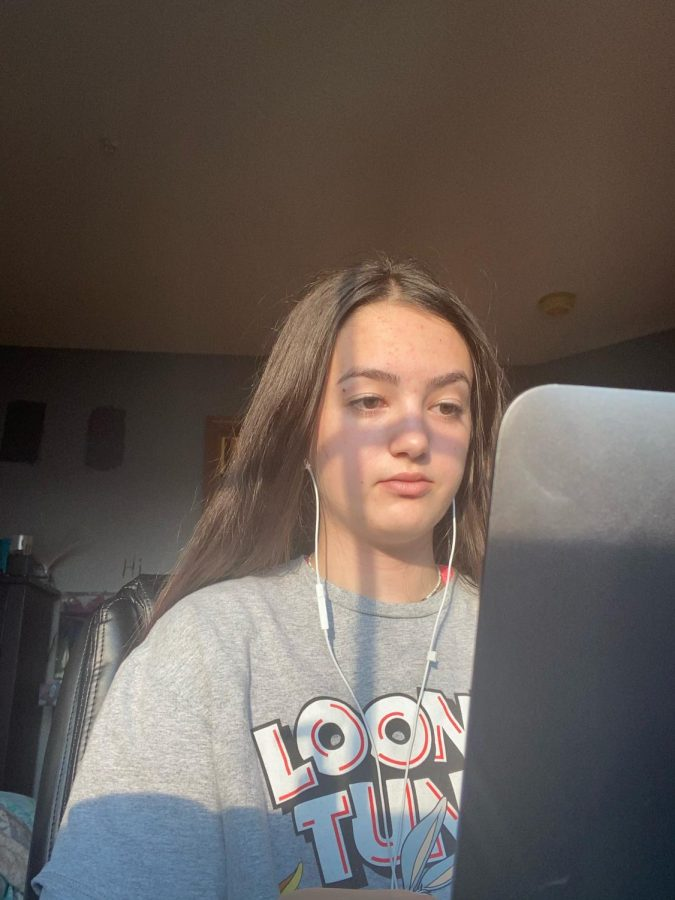 Lindsay Dewar'22 logs into her zoom classes and checks Canvas to attend her online classes at her house Oct. 8. Dewar worked with earbuds to limit distractions and focus on her work.